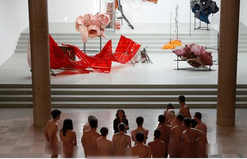 """Kỳ lạ bảo tàng cho khách tham quan khỏa thân """"thuận tự nhiên"""" ở Pháp - Ảnh 1"""