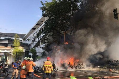 Indonesia: Đánh bom tự sát tại 3 nhà thờ, 11 người chết và 40 người bị thương - Ảnh 1
