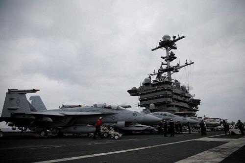 Hải quân Mỹ điều tàu sân bay từ Địa Trung Hải đến Syria đánh IS - Ảnh 1