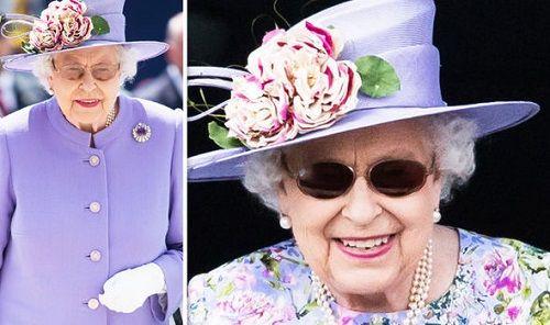 Vì sao Nữ hoàng Anh Elizabeth II luôn luôn đeo găng tay? - Ảnh 1