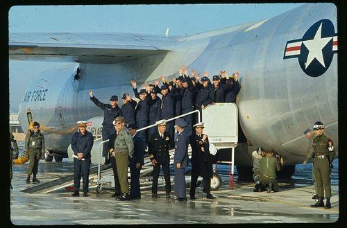 Nhìn lại gần 7 thập kỷ quan hệ ngoại giao Mỹ - Triều Tiên qua ảnh - Ảnh 11