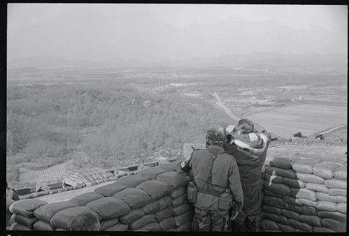Nhìn lại gần 7 thập kỷ quan hệ ngoại giao Mỹ - Triều Tiên qua ảnh - Ảnh 13