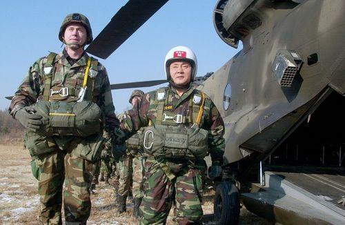Nhìn lại gần 7 thập kỷ quan hệ ngoại giao Mỹ - Triều Tiên qua ảnh - Ảnh 19