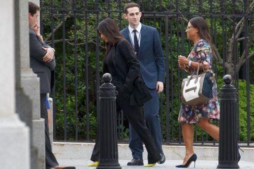 Tổng thống Trump giảm án cho nữ phạm nhân sau đề nghị của người mẫu Kim Kardashian - Ảnh 1