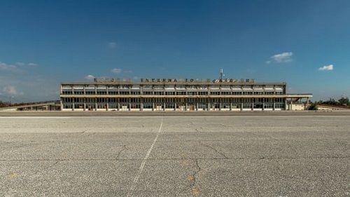 Khám phá 'sân bay ma' bị bỏ hoang suốt 44 năm ở Síp - Ảnh 2