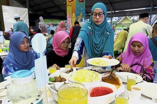 Bất ngờ với lý do trở thành tín đồ đạo Hồi của một phụ nữ người Việt tại Malaysia - Ảnh 1