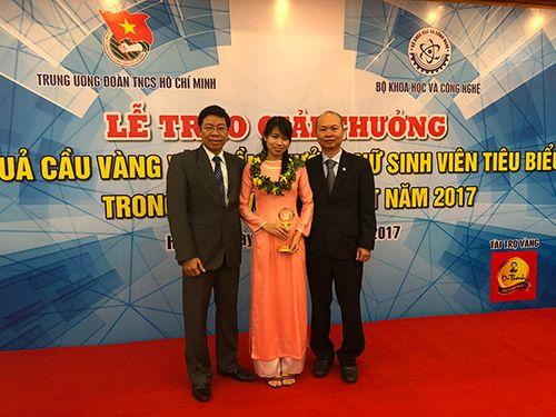 """Tiến sỹ ĐH Công nghiệp thực phẩm TP.HCM vinh dự nhận giải thưởng """"Quả cầu vàng"""" 2017 - Ảnh 1"""