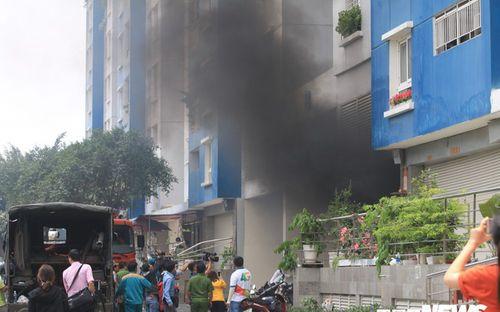 Câu chuyện cảm động của người mẹ đưa con thoát khói đám cháy chung cư Carina   - Ảnh 1