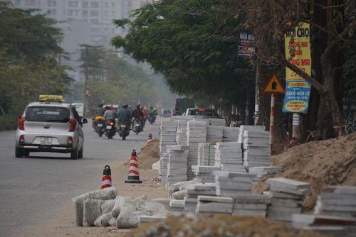 Quận Hoàng Mai: Giám đốc sai phạm lát đá vỉa hè vẫn được bầu PCT quận nói gì?  - Ảnh 1