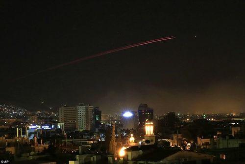 Syria nghi ngờ quốc gia nào là thủ phạm bắn tên lửa vào hàng loạt căn cứ quân sự? - Ảnh 2