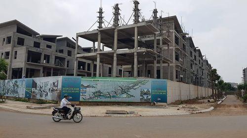 """Khai Sơn Hill """"vô tư"""" xây 26 biệt thự không giấy phép  - Ảnh 1"""