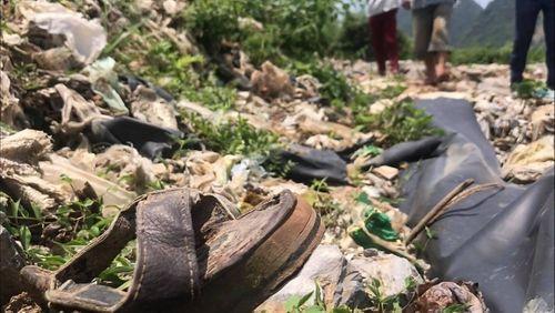 """Thuê đất """"đổ bậy"""" 600 tấn rác ở Hòa Bình: Huyện Lương Sơn """"loay hoay"""" xử lý  - Ảnh 1"""