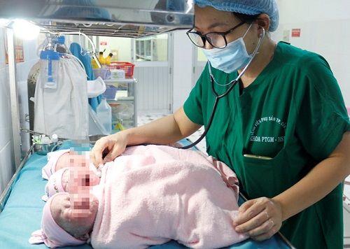Phẫu thuật thành công cho trường hợp sản phụ mang tam thai có vết mổ cũ - Ảnh 1