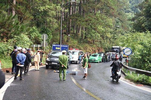 Tai nạn trên đèo Prenn: Xe máy đấu đầu ô tô, 2 người thương vong - Ảnh 1