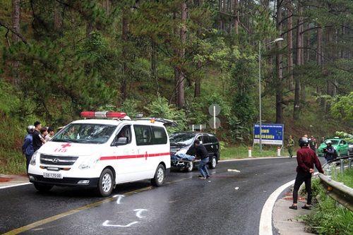 Tai nạn trên đèo Prenn: Xe máy đấu đầu ô tô, 2 người thương vong - Ảnh 2
