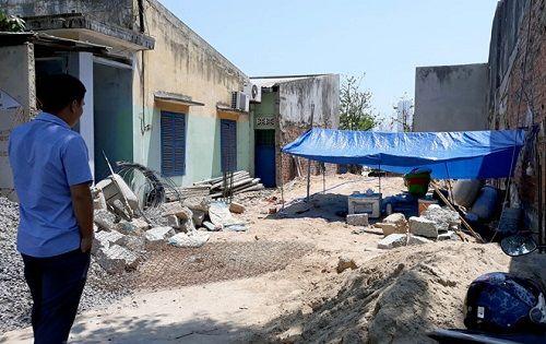 Người dân hoảng sợ khi phát hiện 4 quả đạn pháo ngay dưới nền nhà - Ảnh 2