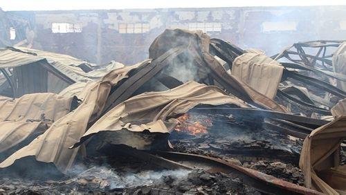 Cháy lớn ở Bình Dương, xưởng gỗ 3.000 m2 đổ sập - Ảnh 3