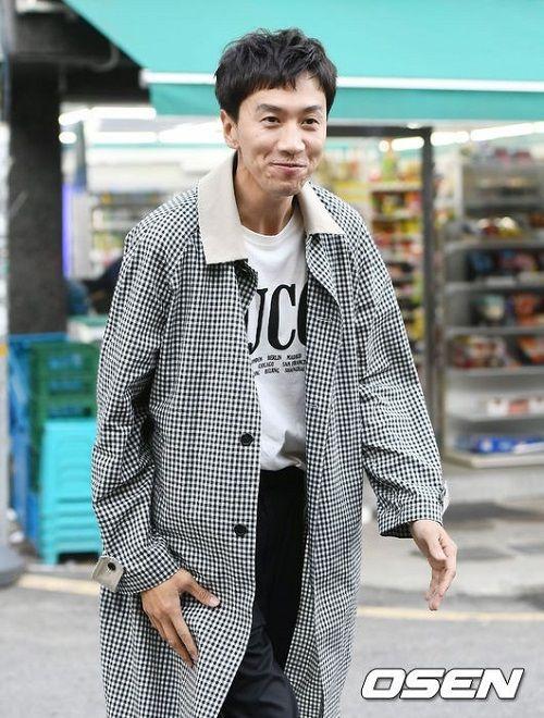 """Đôi bạn thân Song Joong Ki – Lee Kwang Soo: Kẻ mập mạp béo tròn, người gầy gò """"phát hoảng"""" - Ảnh 2"""