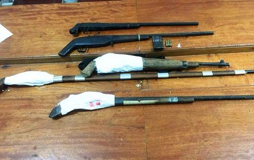 """Nghệ An: Tóm gọn đối tượng truy nã cùng kho vũ khí """"nóng"""" - Ảnh 2"""
