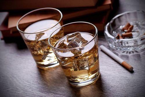 Nghiện rượu bia có thể mắc bệnh sa sút trí tuệ - Ảnh 1
