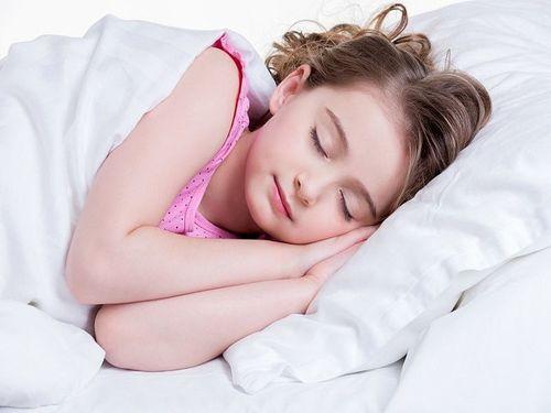 Trẻ em béo phì có liên quan đến thiếu ngủ? - Ảnh 1