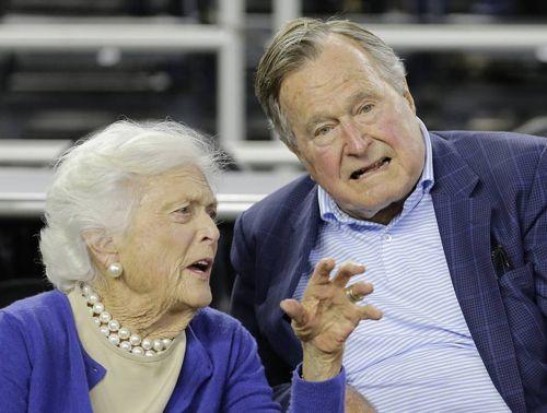 Cựu Tổng thống Bush 'cha' nhập viện do nhiễm trùng máu sau tang lễ của vợ - Ảnh 2