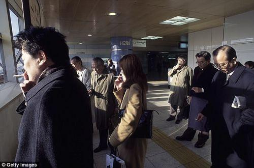 Hút thuốc lá tại Nhật: 45 phút sau mới được phép sử dụng thang máy - Ảnh 2