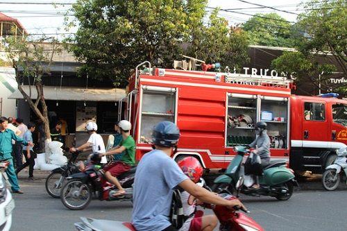 Đồng Nai: Cháy nhà, quán trà sữa tan hoang - Ảnh 1