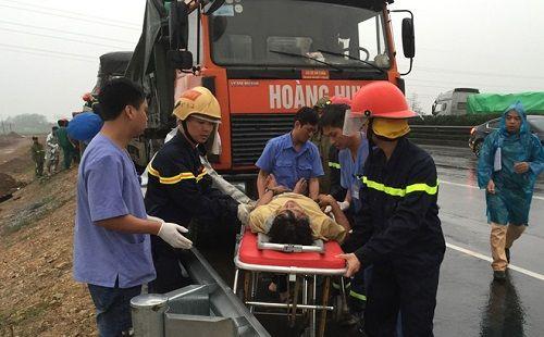 Tai nạn trên cao tốc, 3 người thương vong - Ảnh 1