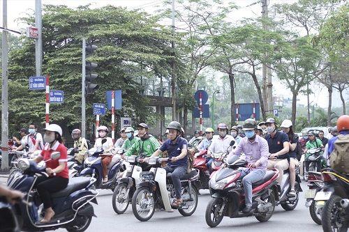 Ngày đầu tiên sau kỳ nghỉ lễ, đường Hà Nội tắc dài hàng km - Ảnh 1