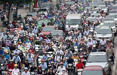 Ngày đầu tiên sau kỳ nghỉ lễ, đường Hà Nội tắc dài hàng km - Ảnh 2