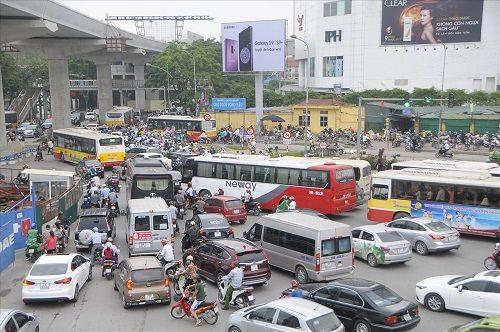 Ngày đầu tiên sau kỳ nghỉ lễ, đường Hà Nội tắc dài hàng km - Ảnh 5
