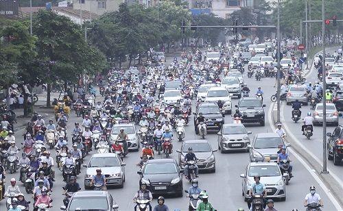 Ngày đầu tiên sau kỳ nghỉ lễ, đường Hà Nội tắc dài hàng km - Ảnh 8