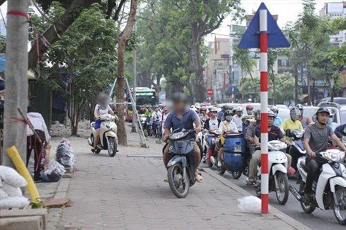 Ngày đầu tiên sau kỳ nghỉ lễ, đường Hà Nội tắc dài hàng km - Ảnh 9