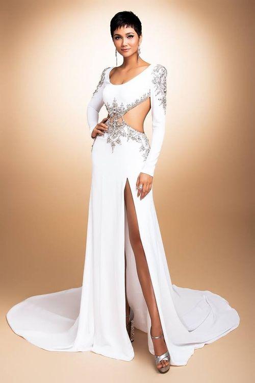 Người hâm mộ thất vọng về đầm Evening Gown của H