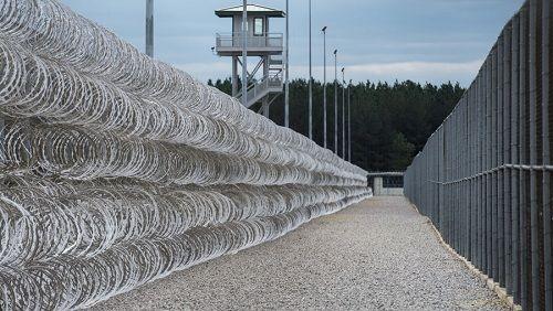 Bạo loạn kinh hoàng nhà tù tại Mỹ khiến 7 tù nhân chết thảm - Ảnh 1