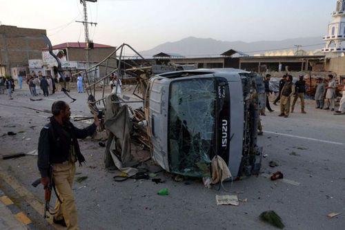 Đánh bom liều chết tại Parkistan, 6 cảnh sát thiệt mạng - Ảnh 1