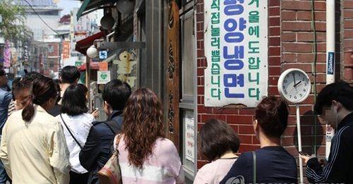 """Mỳ lạnh Triều Tiên """"hút"""" khách sau cuộc gặp gỡ lịch sử - Ảnh 1"""