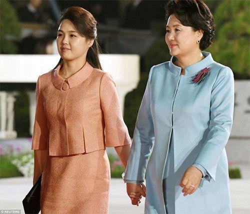 """Phu nhân Hàn – Triều """" tay trong tay"""" cùng nhau dự tiệc tối - Ảnh 3"""