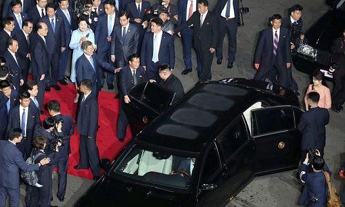Cái nắm tay thật chặt của hai nhà lãnh đạo Hàn - Triều nhau trong lễ chia tay - Ảnh 6