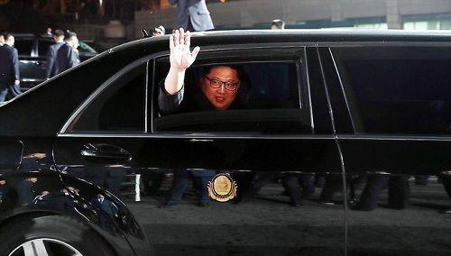 Cái nắm tay thật chặt của hai nhà lãnh đạo Hàn - Triều nhau trong lễ chia tay - Ảnh 8