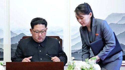 """Chuyên gia """"giải mã"""" tính cách của ông Kim Jong-un qua chữ viết tay tại Nhà Hòa Bình - Ảnh 1"""