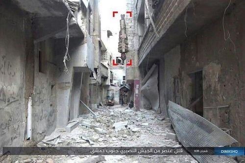 IS tiết lộ cách hành hình mới, biến tù nhân thành bom sống - Ảnh 2