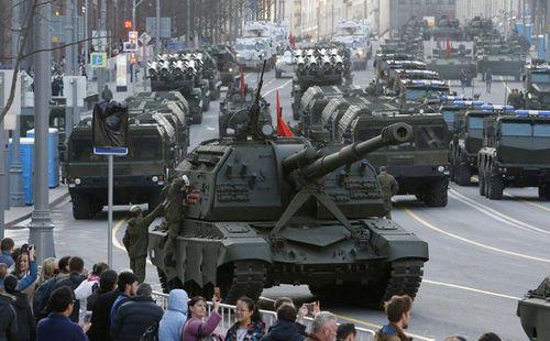 Lý giải nguyên nhân khiến Nga bất ngờ cắt giảm chi tiêu quốc phòng sau gần 20 năm  - Ảnh 1