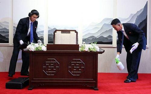 Tiết lộ hậu trường cuộc gặp gỡ lịch sử của lãnh đạo Triều Tiên và tổng thống Hàn Quốc - Ảnh 2