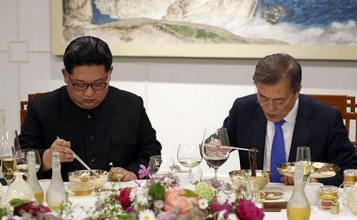 Tiết lộ hậu trường cuộc gặp gỡ lịch sử của lãnh đạo Triều Tiên và tổng thống Hàn Quốc - Ảnh 7