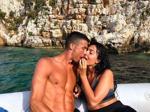 Nhân viên khách sạn nhận số tiền típ nhiều bất ngờ từ Ronaldo - Ảnh 1