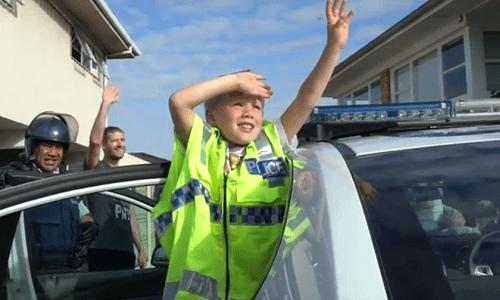 Cậu bé 5 tuổi gọi điện đến sở cảnh sát để mời dự sinh nhật - Ảnh 1