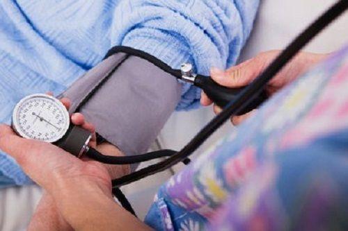 5 điều người cao huyết áp không thể quên trong những ngày nắng nóng kéo dài - Ảnh 1