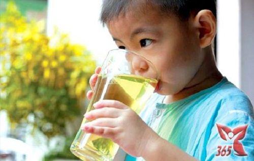 Lưu ý uống nước mùa nắng nóng: Đúng thời điểm, đủ lượng - Ảnh 1